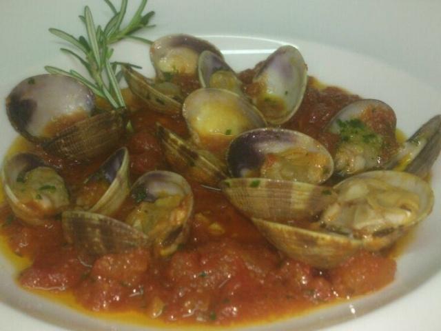 Almejas fina en salsa marinera